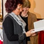 Überreichung der Urkunde durch Frau Prof. Hiltrud Kier