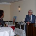 Herr Prof. Peter Abels hält eine Laudatio auf Frau Dr. Margit Ramus